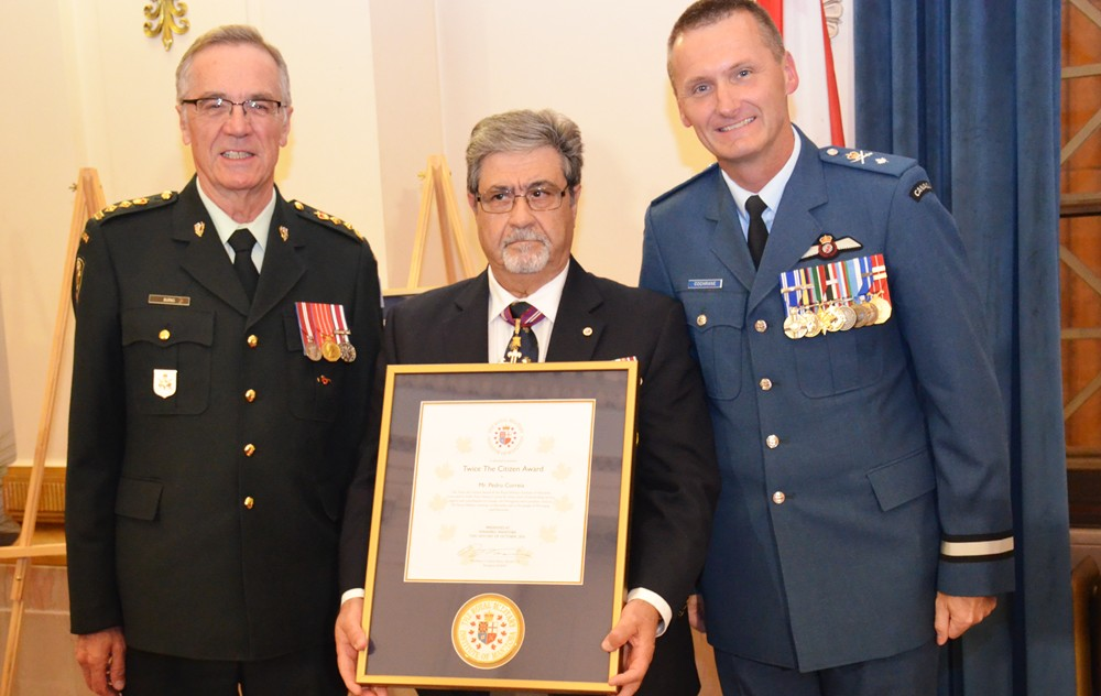 Pedro Correia Agraciado com o Twice Citizen Award pelo Military Institute of Manitoba